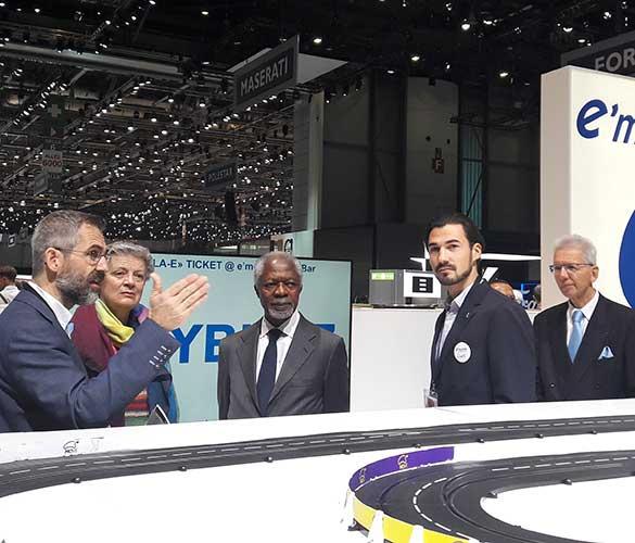 Kofi Annan am e-mobile-Stand während des Autosalons 2018